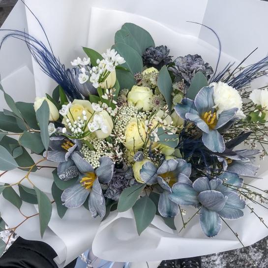Букет с тюльпанами Royal blue