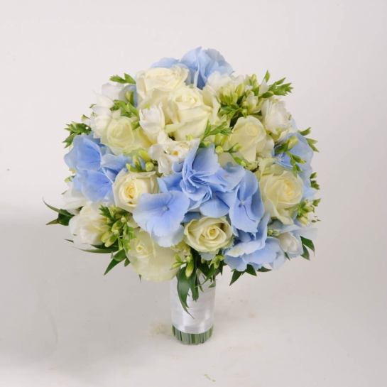 Букет невесты с голубой гортензией