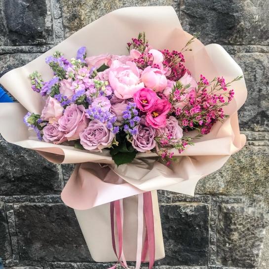 Букет с пионами и розами Мемори Лейн