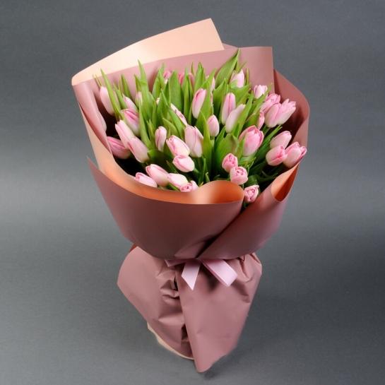 Букет из нежно-розовых тюльпанов