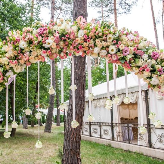 Как удачно выбрать свадебную арку: 5 дельных советов