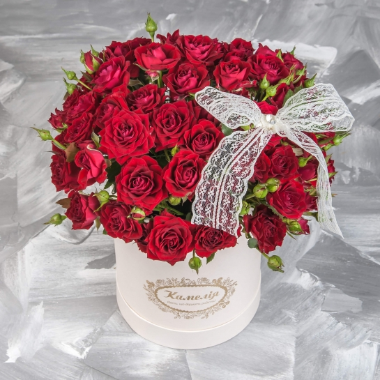 Роза спрей Иветт в шляпной коробке