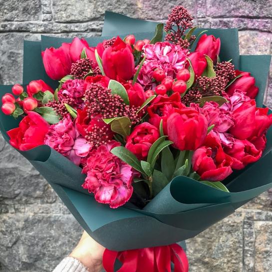 Букет с тюльпанами и гвоздикой