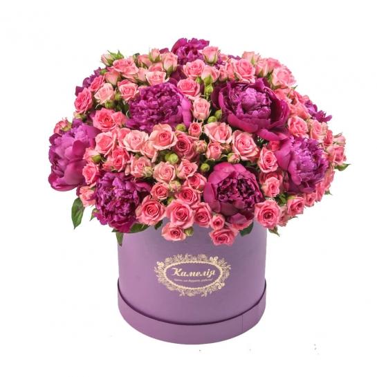 Коробка с розами и пионами