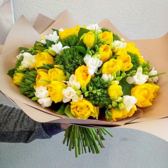 Букет с тюльпанами и фрезией