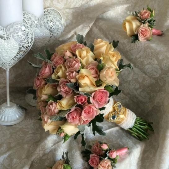 Букет невесты с розой Пич Аваланч
