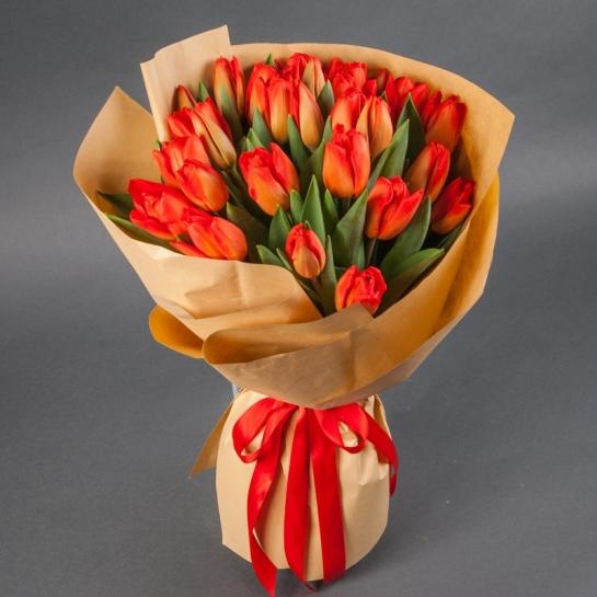 Букет коралловых тюльпанов