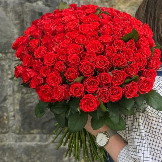 Акция на красные розы собственного производства