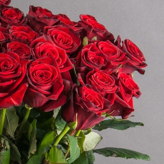 Місяць червоної троянди