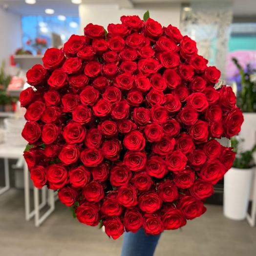 Акція на червоні троянди Гран Прі і Марічка